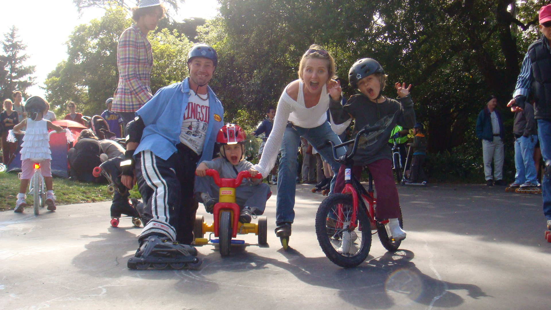 Relaxing_And_Skating_with_kids_in_Golden_Gate_Park